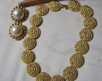 Vintage goldtone statement necklace clip earrings, textured coin look link necklace bold faux pearl clip earrings, 80s look bold jewelry