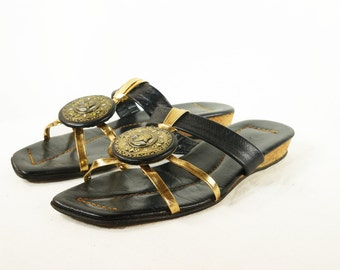 60's Black and Gold Inca Medallion Flats Vintage Strappy Sandals Shoes Size 6 B