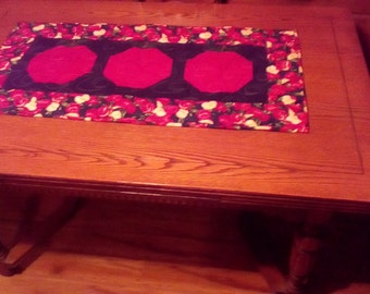 Apple Table Runner