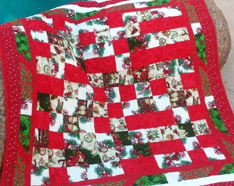 Christmas Lap Quilt, Red and Green Holly, Old Fashioned Christmas Red Quilt Red and Green Blanket Christmas Quilt Christmas Bedding