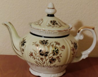 Charming Yellow Floral teapot made in Japan
