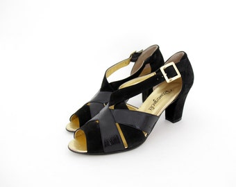 Vintage shoes / black strappy heeled sandals