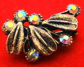 """1950s Vintage 1,25"""" modernist brooch with aurora borealis coated rhinestones in great condition"""