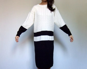 Oversized Sweater Dress 80s Vintage Colorblock Minimalist Off White Black Long Sleeve Knit Winter Dress - Medium to Large M L