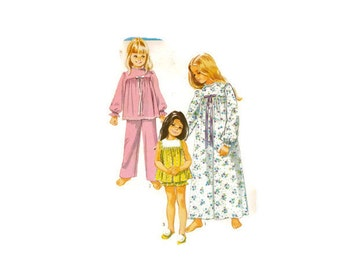 Vintage 1970 Simplicity Child's Pajamas in two lenghts and nightgown pattern 9095 Size 6