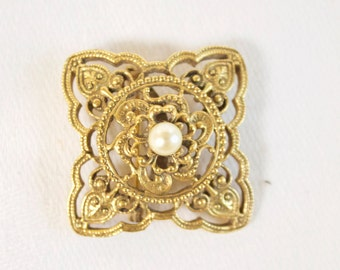 Vintage 1960s Ornate Brooch with faux pearl