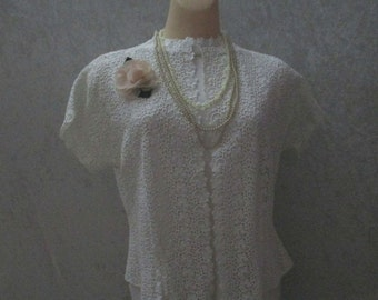 Beautiful Vintage White Guipure Lace Summer or Bride Jacket Cotton Wedding Bolero Cape Capelet Retro
