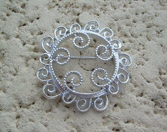 Vintage silver tone Swirl Sarah Coventry  swirl brooch absolutely lovely- in Great condition