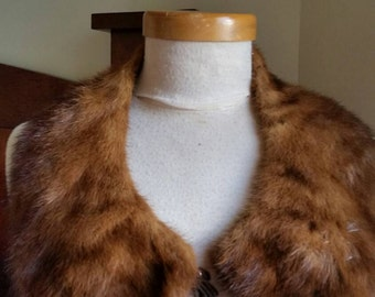 Vintage 1950s fox fur peter pan collar