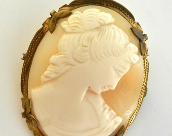 Antique and gorgeous 1940s  ittalian Cameo Brooch - vintage high quality - pendant / brooch genuine shell cameo -- Art.200/2 -