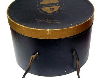 Vintage Hixon's Hat Box from Hotel Schroeder, Milwaukee, Wis. Carrying Hat Box with 2 vintage Hats, Carrying Band Ladies Hat Box,