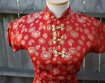 Rojo y oro metálico brocado completo Vestido de mandarín Oriental, asiático, Chino, traje