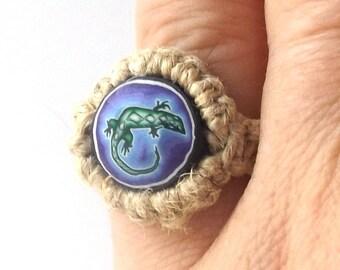 gecko lizard vintage 1990's hemp ring macrame jewelry fashion accessories modern womens teens polymer clay bead retro hippie green blue