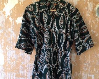 vintage. 60s Green Batik Print Cotton Sleeveless Top  // S to M