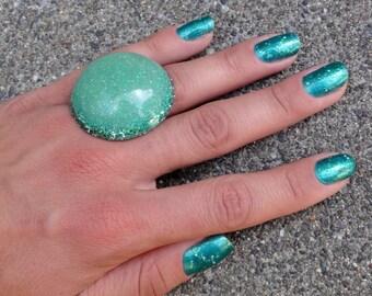 Emerald Green Mermaid Bubble Ring, Green Glitter Dome Ring, Glitter Resin Bubble Ring, Big Green Ring, Lucky Irish Ring, Glitter Fusion Ring