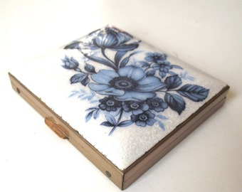 Vintage Compact with Blue Flowers Illustration