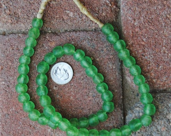 Ghana Glass Beads: Green Fleck 10mm