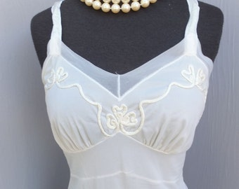 Vintage White Wiggle Slip w/Satin Applique and Straps /  Frilly Feminine Slip, EX SMALL 32 bust