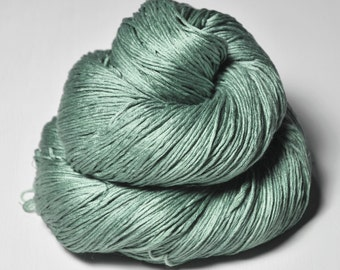 Glass frog - Silk Fingering Yarn