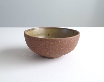 Mid Century Modern Fritzie Studio Stoneware Olive Speckled Pottery Bowl