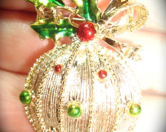 Vintage Gerrys Brand Christmas Ornament Pin.