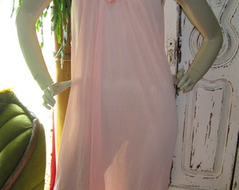 Pretty 1960's vintage Peach Night Gown womens size large