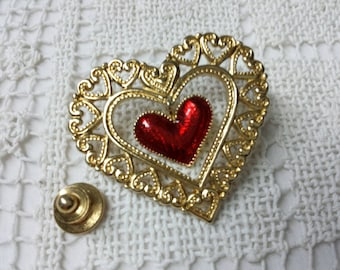 Avon Dangling Heart enamel  Pin  Mint Condition 1991