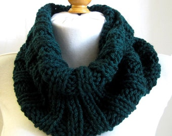 Chunky Ribbed Neckwarmer / Hand Knitted Tube Cowl / Evergreen Lime Peacock / Soft Scrunchable Easy Care Fashion Cowl