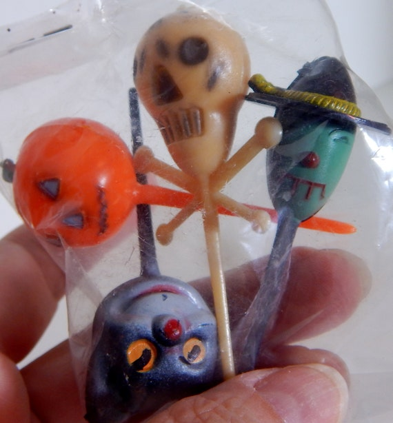 Vintage Halloween Party Cupcake Picks Black Cat Skeleton Pumpkin Blood Drooling Witch Mid Century Entertaining Spooky Cake Decorating