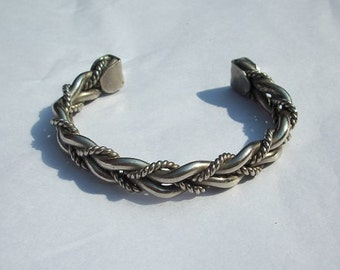Vintage Beautiful Braided Silver Tone Bracelet Expandable Adjustable Cuff