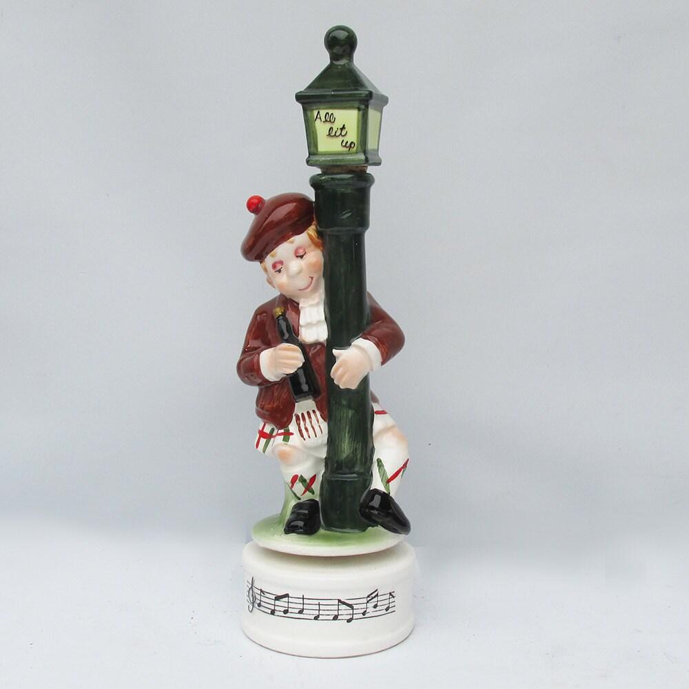 Kitschy Mid Century Ceramic Drunk Scotsman On A Lamp Post Bar