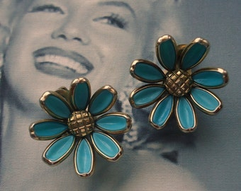 Trifari signed Alfred Phillipe Aqua Blue Poured Glass Daisy Flower Earrings Circa 1950