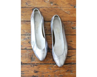 Silver Shoes 8 1/2 • Metallic Leather Slippers 8.5 • California Magdesians | SH142