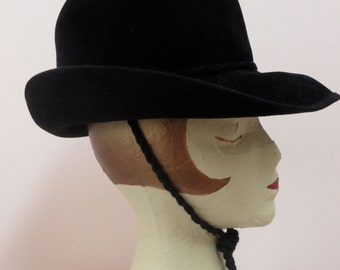 Vintage 1970's/Women's Black Felt Fedora Hat/Women's Fedora/Fedora with Chin Strap/Autilope