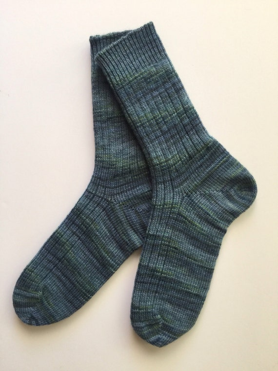 Ladies Knitted Socks Fine Highland Wool Paints Cherry