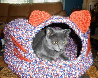 Cat Igloo hand crochet by kams-store.com