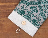 60% OFF Winter SALE White Linen iPad Case with green poppy print pocket and button closure. Padded Cover for iPad 1 2 3 4. iPad Sleeve.