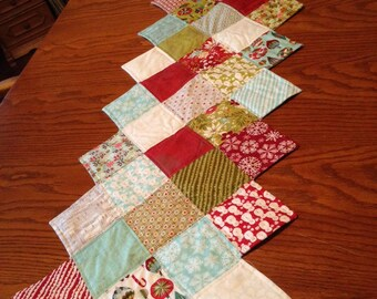 Quilted Christmas Zig Zag Table Runner