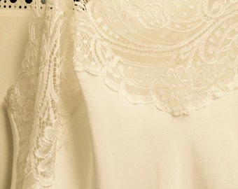 "Wacoal slip profuse lace new size 34""/ 40"" long/ivory color/Knee-length/exquisite as only Wacoal can do"