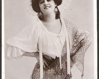 Actress Marie Studholme w/HAT Antique Early 1900s Rppc Glossy Black and white postcard real photo Post Card