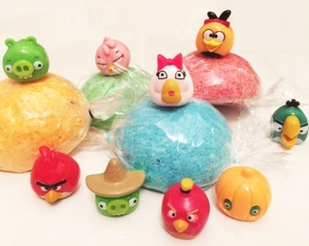 ANGRY BIRDS Bath Bombs - Surprise Fizzy Bath Candy 5 piece set!  Bad Piggy - Lush Party Favors - Angry Birds and Bad Piggies Toys Inside