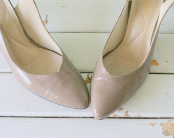 SALE///1960s Gray Brown MAD MEN Leather Heels..shoes. retro. mod. sling backs. fancy. princess. bombshell. 1970s heels. 1960s heels. mad men
