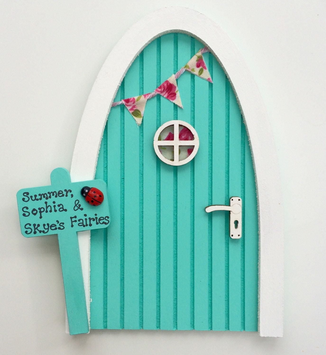 Personalised fairy door tinkerbell green by lolaslittlepalace for Tinkerbell fairy door