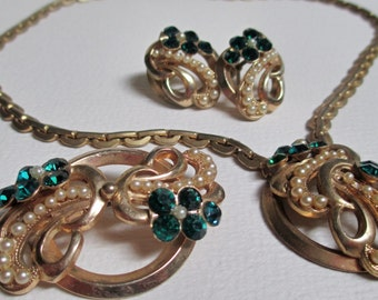Vintage Gold Tone Emerald Green Rhinestone Pearl Jewelry Set