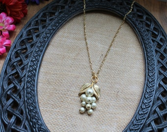 Vintage Necklace--Leaf and Pearl Pendant Necklace
