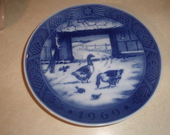 vintage royal copenhagen blue christmas plate 1969 in the old farmyard