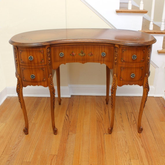 Reserved kidney shaped desk french writing satinwood