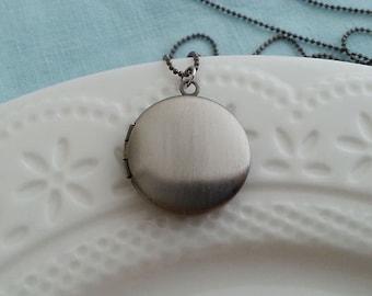 Antique Silver Locket Necklace. Small Locket. Antique Silver Locket. Keepsake Necklace. Silver Photo Locket  Vintage Locket. Christmas Gift
