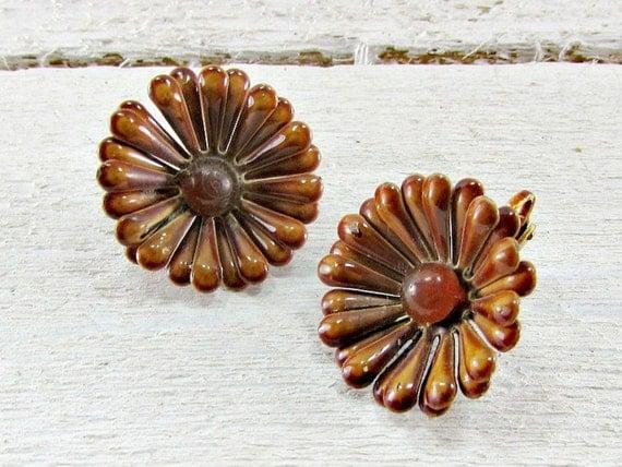 Vintage Enamel Flower Earrings, Brown Daisy Earrings, Brown Flower Earrings, Clip-on Earrings, 1960s 1970s Hippie Summer Autumn Fall Jewelry