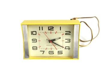 GE Kitchen Wall Clock Plug In 1960s Bright Yellow #2106 Mid Century Clock